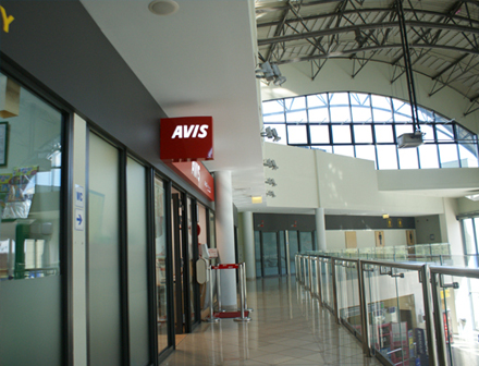 Fire resistant glazed partitions for airports